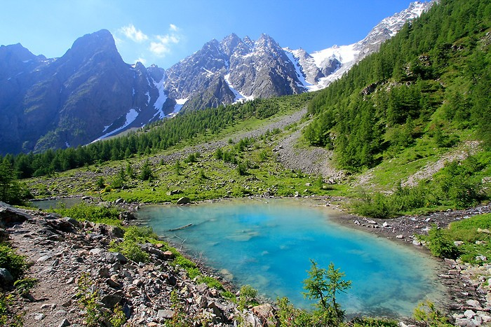 Auteur : rokad / La randonnée passe par le lac de la Douche puis on suit le Réou d'Arsine pour atteindre le col d'Arsine. On pourra ensuite monter aux lacs du Glacier d'Arsine.